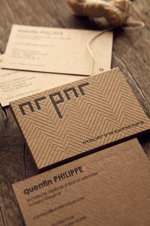Carte de visite ARPAR Architecture imprimée sur carton recyclé français brun / business cards letterpress-printed onto recycled kraft-coloured french paper whith a geometrical blind deboss