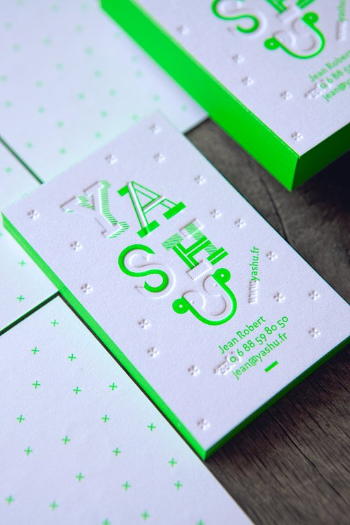 Cartes de visite Graphiste YASHU, impression vert fluo 802U en recto verso + débossage sans encre sur coton 600g / business cards printed in neon pantone green 802U + blind deboss and edge-painting onto 600gsm cotton paper