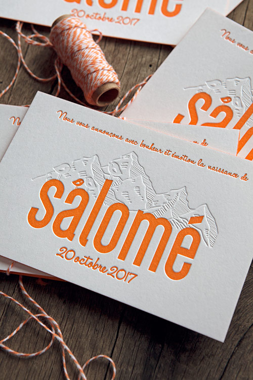 Faire-part de naissance Salomé avec dessin de la montagne en débossage à sec / customizable baby birth announcement in orange and blind deboss / created by Cocorico Letterpress