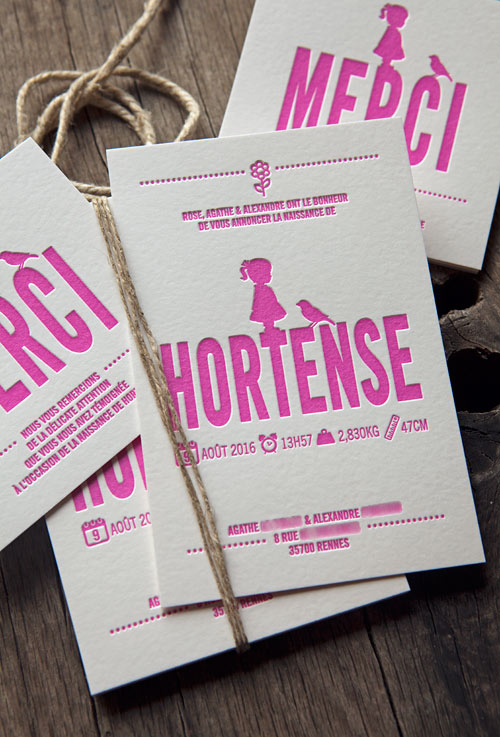 Faire-part Hortense sur buvard 500g - modèle Cocorico Letterpress personnalisable / Customizable baby birth announcement card with the little girl and bird